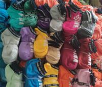 pantalones cortos de hombre rosa al por mayor-PINK estilo Niños Niñas Adultos Calcetines cortos Hombres Mujeres Fútbol Porristas Baloncesto Deportes al aire libre Calcetines de tobillo Tamaño libre Multicolores