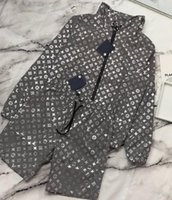 hohe markenbekleidung jacke großhandel-GrayVL Jacket Set Luxus Zweiteilige Jacke + Shorts Strandhose Sonnenschutz Bekleidung Herren und Damen Hochwertiger Mantel Markenset - 589