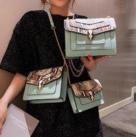leder schultertasche fabrik großhandel-Fabrik direkt Marke Frauen Handtasche Snakehead Lock Handtasche europäischen und amerikanischen Mode Schlangenkette Tasche süßen Kontrast Leder Umhängetasche