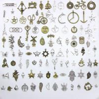 armbanduhrcharme großhandel-Verschiedene 100 Designs Schneeflocke Weihnachtsbaum Schädel Mond Sterne Key Clock ... Charms Anhänger DIY Halskette Armband Schmuck 100pcs / bag