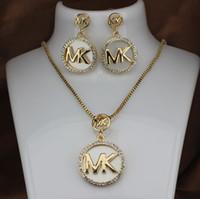 damen mode halsketten anhänger großhandel-M Brief Modemarke Frauen Halskette Ohrringe Set Damen voller Diamant T Brief Gold Silber Anhänger Ohrringe