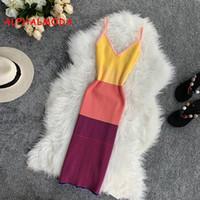 güneş kıyafetleri toptan satış-Gökkuşağı Çizgili Spagetti Kayışı Renkli Sunshine Örgü Elbise Seksi V Yaka Kolsuz Sıkı Spor Adım Vestidos Tatil Giysileri