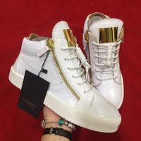 ingrosso stili di catena in oro bianco-nuovo stile di colore bianco in pelle scarpe semplici solide di alta qualità con catena d'oro da uomo donna partito sneakers con fondo spesso