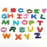 refrigerador de madera para niños al por mayor-Juguetes para niños 26pcs / set Alfabeto de dibujos animados de madera A-Z Imanes Juguetes educativos para niños Pegatinas de refrigerador de madera Regalo de colores variados