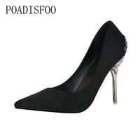zapatos de limpieza al por mayor-Los zapatos friegan los tacones altos acentuados del ante del hueco del metal nupcial rojo .ZWM-1723-1