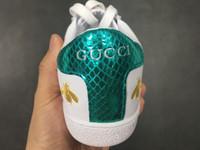 cinturones de cuero de diseñador para hombre blanco al por mayor-gucci Luxury brand  blanco de lujo bordado blanco abeja tigre zapatos de pescado de cuero genuino diseñador zapatilla de deporte para hombre de las mujeres zapatos casuales