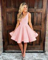 черное короткое полуформальное платье оптовых-Глубокий V шеи короткие Homecoming платье длиной до колен полуофициальные платье партии