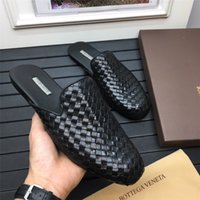 chinelos personalizados venda por atacado-Novo designer high-end personalizado marca de moda genuína tecer couro elegante confortável de alta qualidade plana chinelos masculinos
