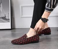 zapato de los hombres de negocios al por mayor-Moda hombre de cuero genuino Mocasines de lujo en punta del dedo del pie formal de los hombres de negocios zapatos de vestir Slip-on hombres boda zapatos W334