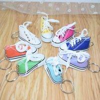 ingrosso borse promozionali regalo-Simulazione Mini Cartoon piccole scarpe portachiavi scarpe di tela Ciondolo borse ornamenti auto portachiavi colore creativo scarpe regali promozionali V088