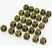letras del alfabeto de bronce al por mayor-100 unids 7 * 7 * 7 MM joyería de la aleación DIY cuadrados letras del alfabeto cuentas bronce antiguo Zakka gran agujero inicial encantos para pulsera europea