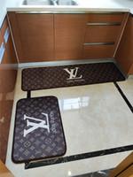 alfombras de envío gratis al por mayor-Marrón L Carta de alfombras Moda Baño Mats Alfombra de flores Alfombra Nuevo estilo de impresión 2 Piezas fija el envío libre