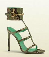 sandalia tacon t correa al por mayor-Venta caliente Gran Hebilla Correa Sandalias Tacones altos Recorte T-bar Zapatos de vestir Piel de serpiente verde Estampado de piel Sandalias y zapatos para mujer