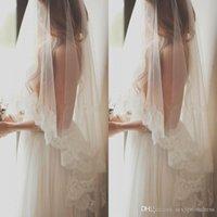 spitze fingerspitze schleier eine schicht großhandel-Romantische Eine Schicht Fingertip Länge Brautschleier mit Spitze-Rand-Weiß-Elfenbein Veils für die Braut Freies Verschiffen billig Brautschleier