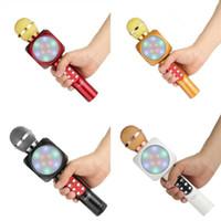 mikrofonfarbe großhandel-Multi Color Wireless Bluetooth Mikrofon Praktische Flash Led-Licht Karaoke-Musik-Player Mode Hause Mikrofon Lautsprecher 15cd Ww