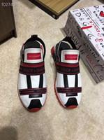imagen de zapatillas al por mayor-2019 zapatos de diseñador para hombre carta impresa sandalias de los hombres fondo grueso de alta calidad de verano zapatos para hombre zapatos para correr fotos reales