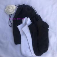 calcetines de algodón clásicos al por mayor-blanco y negro estilo medieval cálido algodón regalo VIP regalo clásico C calcetines de regalo de la fiesta de Navidad de la bolsa de polvo mujeres clásicas