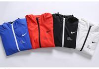 erkekler için asian ceketler toptan satış-Erkek Tasarımcı Ceketler Erkek İlkbahar Sonbahar İnce Ceket Spor Ceket 2019 Yeni Varış Erkek Baskılı Fermuar Rüzgarlık Lüks Ceketler Asya Boyutu.