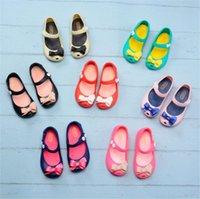 zapato del agujero de la jalea al por mayor-Niños Mini Melissa Zapatos de diseño Sandalias antideslizantes de dibujos animados Zapatos con agujeros transpirables suaves Jelly Rainbow Slipper Niñas Zapatos impermeables A61301