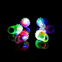 anillos de gelatina parpadean al por mayor-Intermitente anillo partido del delirio de la burbuja del centelleo suave jalea resplandor LED enciende para arriba fresca silicona Cheer Cheer Prop Prop dedo de la lámpara EEA651