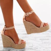 strohboden sandalen großhandel-Frauen Stroh Schuhe große Größe Frauen Keil Sandalen offene Spitze Gold Farbe Keil Schuhe Mode Schnalle Sandale Stroh Bottom Pumps Dame zy423