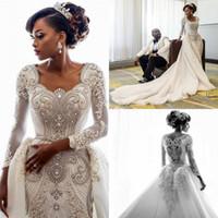 62d2ef7fe5e0 2019 Africano maniche lunghe in pizzo abiti da sposa sirena scoop collo  applique in rilievo cristalli sopra gonne corte treno abiti da sposa da  sposa