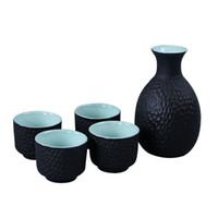 винные вазы оптовых-Набор старинных вин Цветочная ваза Art Wine Pot 4 чашки Японский сакэ Белый черный цвет Керамическая глазурь Сака Графин Домашний бар