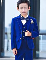 çocuklar için resmi giyim toptan satış-Kraliyet Mavi Kadife Çocuklar Resmi Giyim Takım Elbise Çocuk Kıyafetleri Düğün Blazer Erkek Doğum Günü Partisi Business Suit Üç Parçalı ceket pantolon yelek