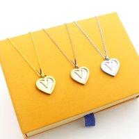 pendentif amour en or blanc achat en gros de-Titane acier coeur en forme d'amour Pendentif Colliers femmes coquille blanche or rose collier en argent dame chaîne bijoux en gros Accessoires cadeau