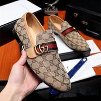 zapatos italianos marrones para hombre al por mayor-Con caja Marca italiana hebilla diseñadores mocasines para hombre zapatos formales de cuero genuino hecho a mano negro marrón hombres zapatos para boda