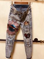 nuevas flores de jeans al por mayor-De estilo europeo con lentejuelas pantalones vaqueros de las nuevas mujeres flor del bordado delgado del lápiz pantalones casuales de las señoras de los pantalones vaqueros Femme Vestidos