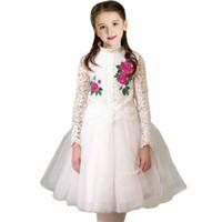 9a8214e6192e Ragazze Abito da sposa con fiore ricamato Marca abito di Natale Costume da  ragazza Pizzo bianco Principessa Abiti da festa Abbigliamento per bambini