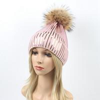 payet bere şapkaları toptan satış-Pul Nakış Kış Şapkalar Kadın Rakun Kürk Pom Pom Şapka Kadın Kız Yün Örme Kasketleri madeni pul Yerçekimi Falls Kap LJJA2816