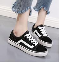 zapatos de lona blancos unisex al por mayor-2019 clásico negro blanco hombres mujeres zapatos planos ocasionales zapatos de lona Unisex Zapatillas zapatos para caminar 35-45