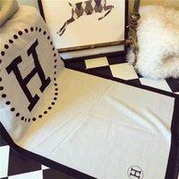 lenços novos projetos venda por atacado-2019Super brilhante e caro lenço monoque é um novo produto para o outono / inverno 2019, que é projetado caixa de estilistas Feminino