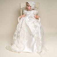 vestidos de primera comunión de encaje marfil al por mayor-Lovely Baby Vestidos de primera comunión con gorro Vestidos de niña de flores para bodas Dos piezas de encaje Blanco Marfil Larga litera Niños Vestidos de comunión