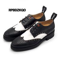 белый случайный указал обувь мужчины оптовых-Wingtip New Brogue  Black And White Pointed Toe Men Oxfords Shoes Handmade Genuine Leather Casual Spring Creepers Platform