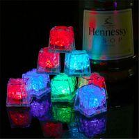 led leuchtet eiswürfel großhandel-LED Eiswürfel Bar Schnell Langsam Flash Auto Ändern Kristallwürfel Wasseraktiviert Leuchten 7 Farbe Für Romantische Party Hochzeit Weihnachtsgeschenk