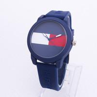 relógios de esporte venda por atacado-New American famosa moda de lazer esportes marca dos homens e das mulheres pulseira de borracha esportes de quartzo relógios de pulso marca de Dia Dos Namorados