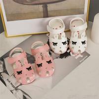 bebek kız bebek sevimli sandaletler toptan satış-Yeni Bebek kirpik sandalet 2019 yaz Moda kaymaz sevimli Çocuk Terlik yenidoğan bebek İlk Walkers çocuk kız ayakkabı C6307