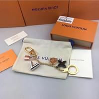 carteiras v venda por atacado-2019 caixa original de alta qualidade de luxo V chaveiro designer de carteira pingente de moda frete grátis