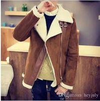 casaco de pele de cordeiro venda por atacado-Designer Brasão Inverno Faux Fur Suede Jacket Side Zipper Mens cordeiro casaco quente