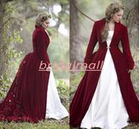robes de mariée en satin de velours achat en gros de-Hiver 2020 Noël robe de bal Robes de Mariée avec Cape Bourgogne velours à manches longues Robes de mariée musulmane fait main fleurs Robes de mariée