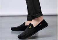 hombre mocasín mocasín ante al por mayor-Nuevo diseñador para hombre Resbalón en la comodidad Zapatos casuales para hombre Suave Mocasín Zapatos de vestir para caminar ligeros Mocasines Mocasines transpirables
