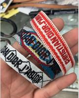 bunte quasten großhandel-Buntes Seilmaterial des heißen Verkaufsarmbandes Schnur-Unendlichkeitssymbol glückliches Schnur-justierbares Armband mit nähenden Wörtern und Quastentropfenverschiffen PS