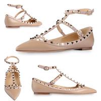 zapatos de diseñador de marca de punta estrecha al por mayor-Venta caliente-diseñador de la marca clásico del dedo del pie puntiagudo zapatos de las mujeres correas del tobillo zapatos de vestir remaches de cuero sandalias de las mujeres con tachas de tiras tamaño 33-43