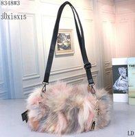 kürk çanta çantaları toptan satış-Tasarımcı CC lüks çanta çantalar Yüksek Kalite Gerçek Kürk Tilki Kürk Sıcak Bayanlar Debriyaj Çanta Zincir Çanta Crossbody Mini Messenger Çanta Kadın