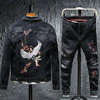 летать джинсы птиц оптовых-Новый 2019 известная марка Tracksuit Мужчины Flying Bird Crane Цветочные вышивки Сыпучие наборы Denim Jacket + Буквенные вышивка джинсы штаны черный костюм