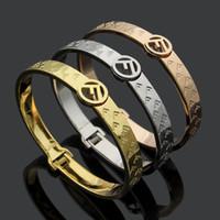 mejor pulsera de oro para las mujeres al por mayor-Mejor venta de marca de moda de alta calidad pulsera de acero de titanio letra hueca 18 K oro y plata rosa pulsera para las mujeres de moda pareja