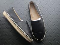 sapatas de lona do loafer venda por atacado-All Black Designer Calçados Casuais Chinelos de Palha Mole Tecer Alças de Couro Loafer Alpercatas Touca de Lona Chaussures Senhoras de Luxo Deslizamento Em